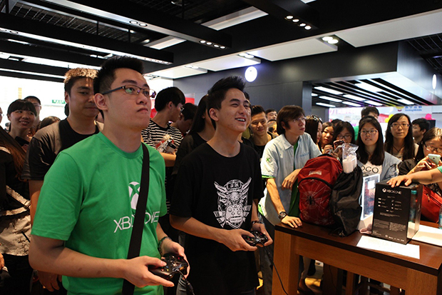 xbox-one-china-launch-store-gamers
