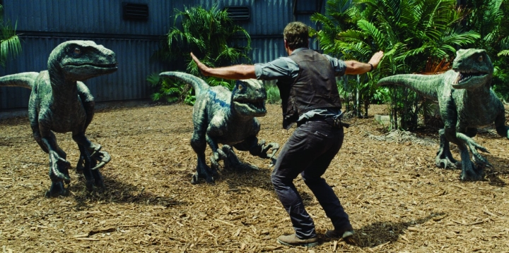 jurassic-world-owen-tames-raptors