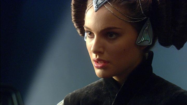 Star Wars: The Force Awakens' Versus 'Avatar' At Overseas Box ...