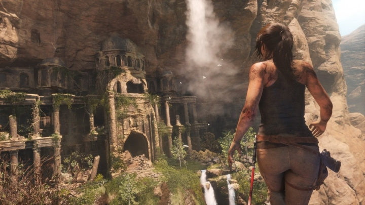 rise-of-the-tomb-raider-lara-croft-approaching-temple