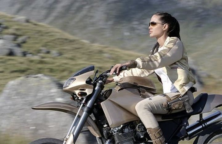 lara-croft-tomb-raider-riding-bike